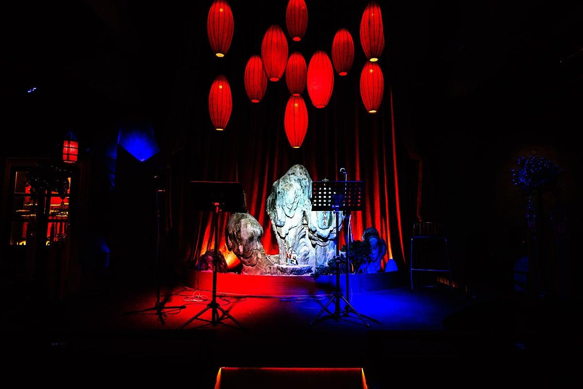 Manchu stage