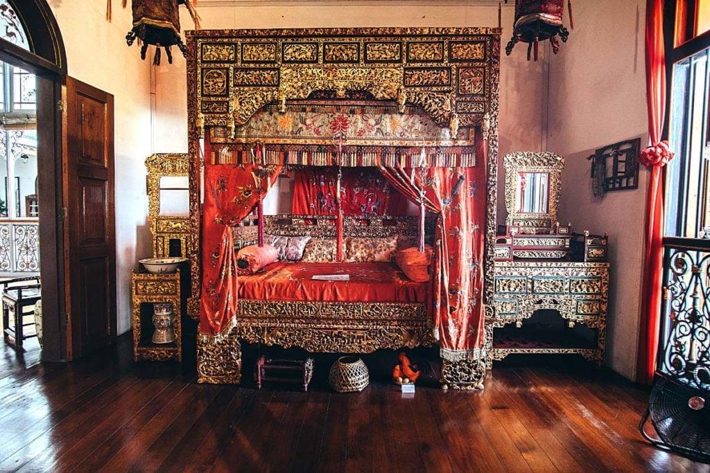 Peranakan style bedroom