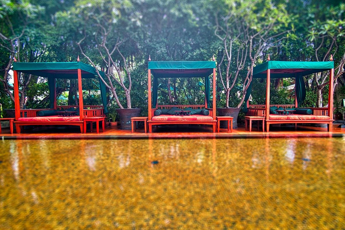 Mandarin Oriental Bangkok hotel pool area