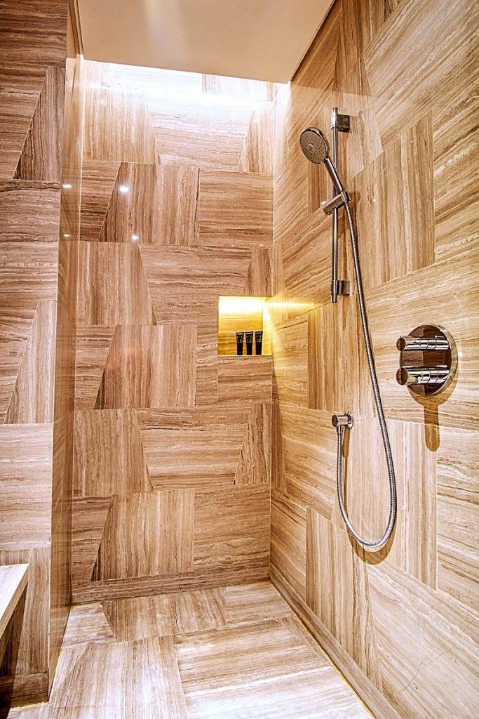 Spacious minimalist shower