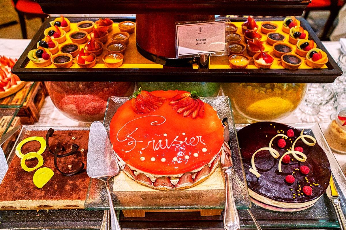 fruit cake and Fraiser cake