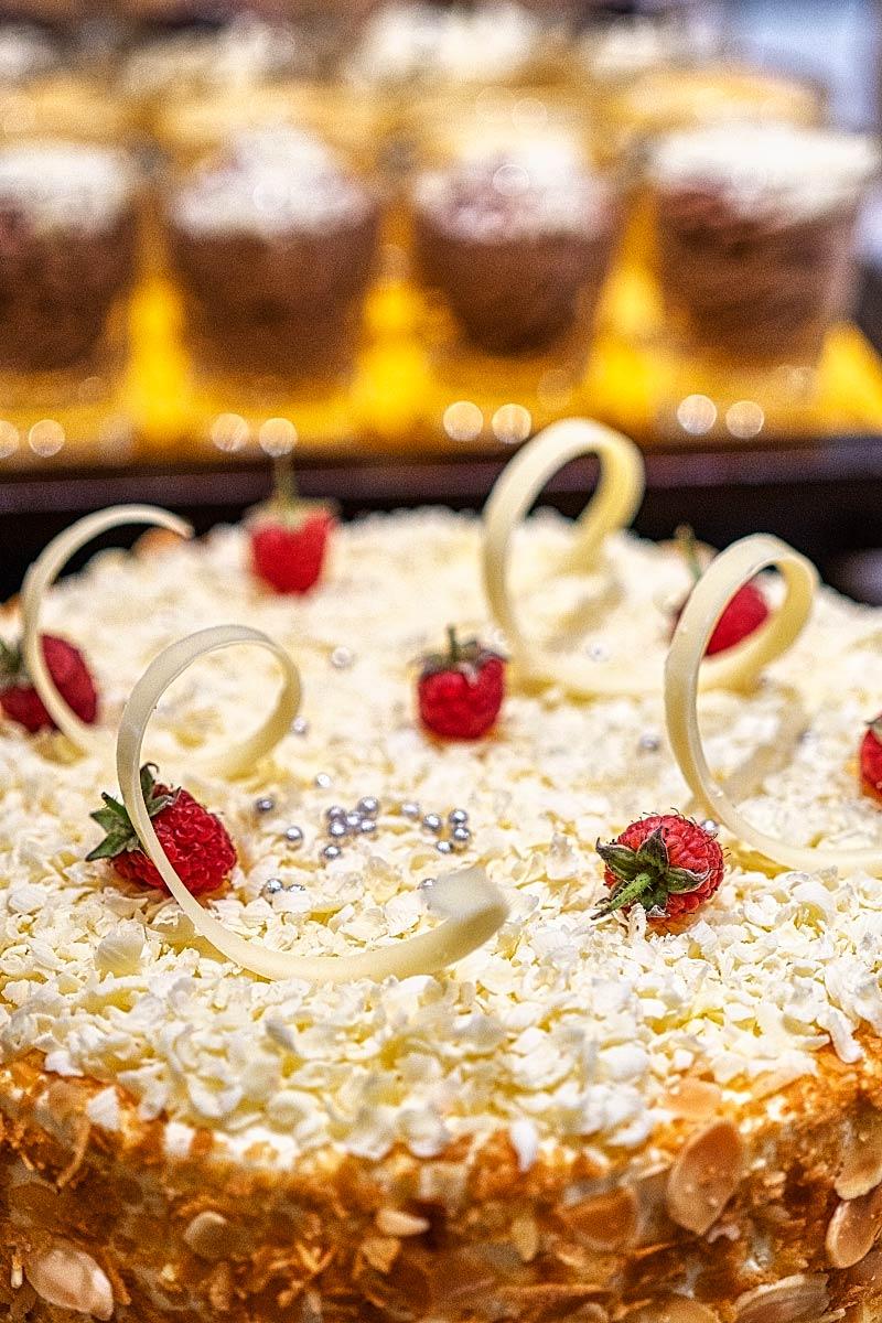 easy romantic cake designs