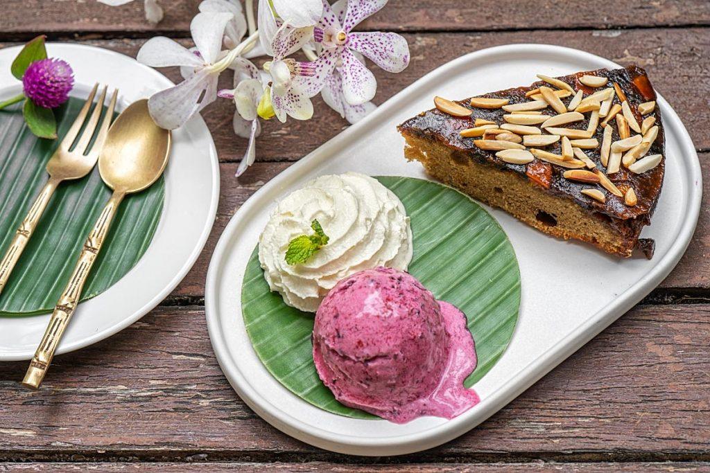 Botanical Cafe cake