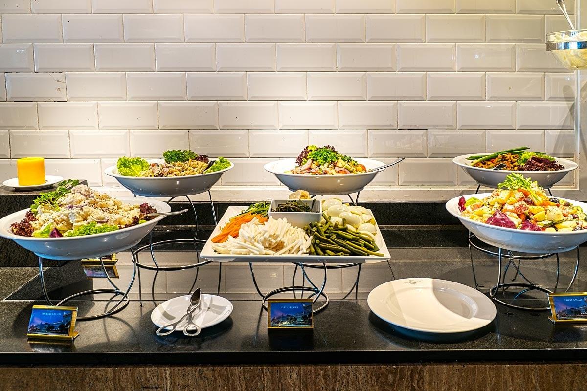 E&O salad buffet