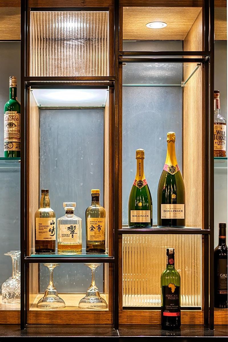 Bar exhibit window