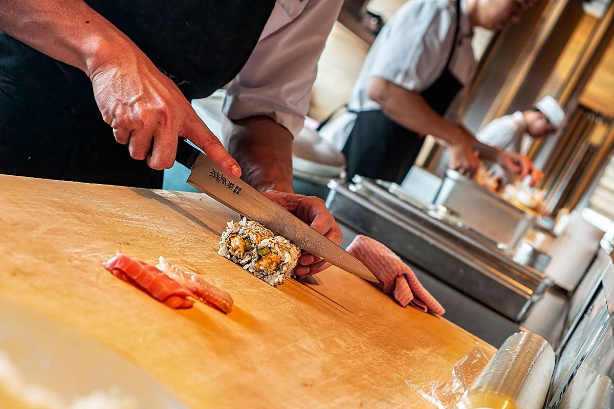 sushi cutting