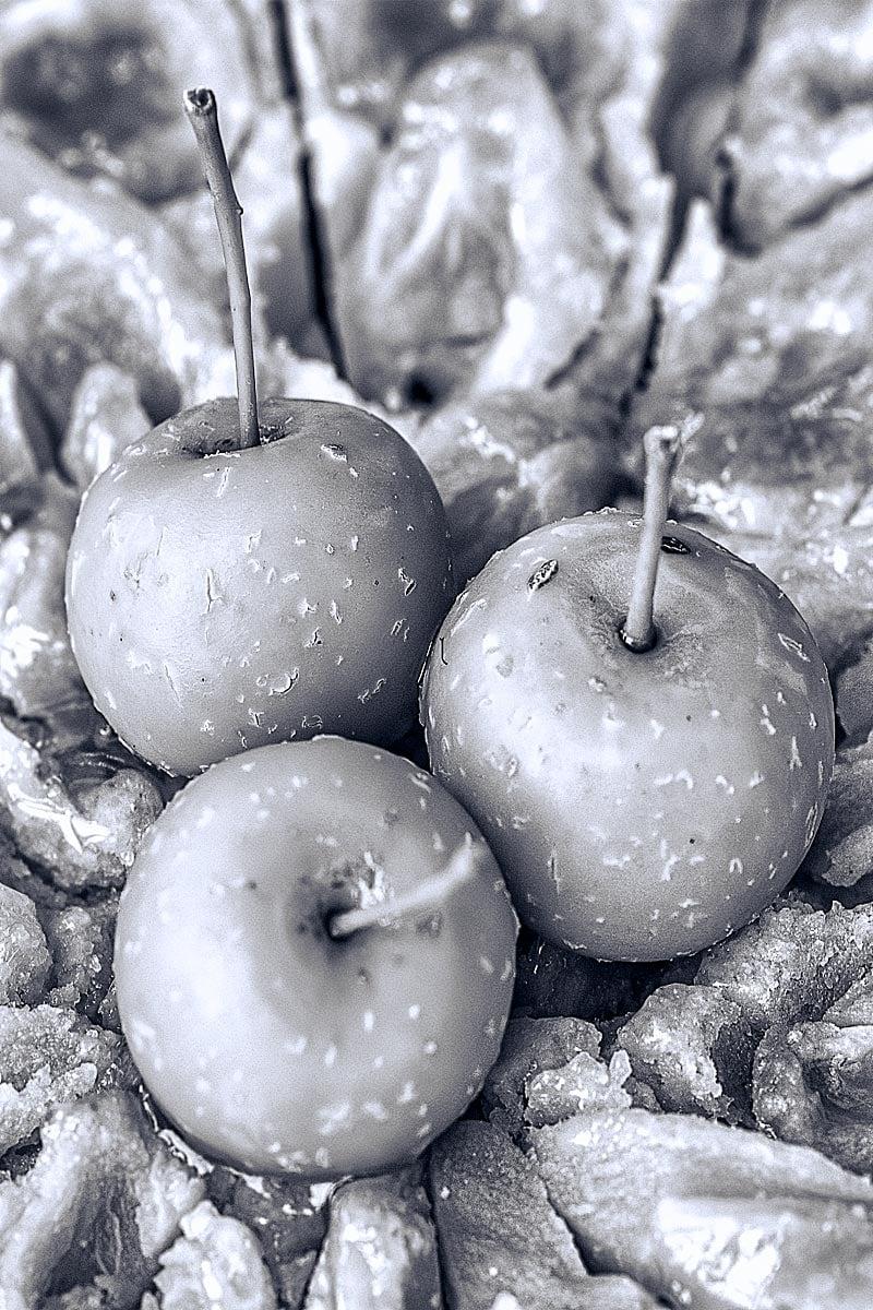 apple pie black and white