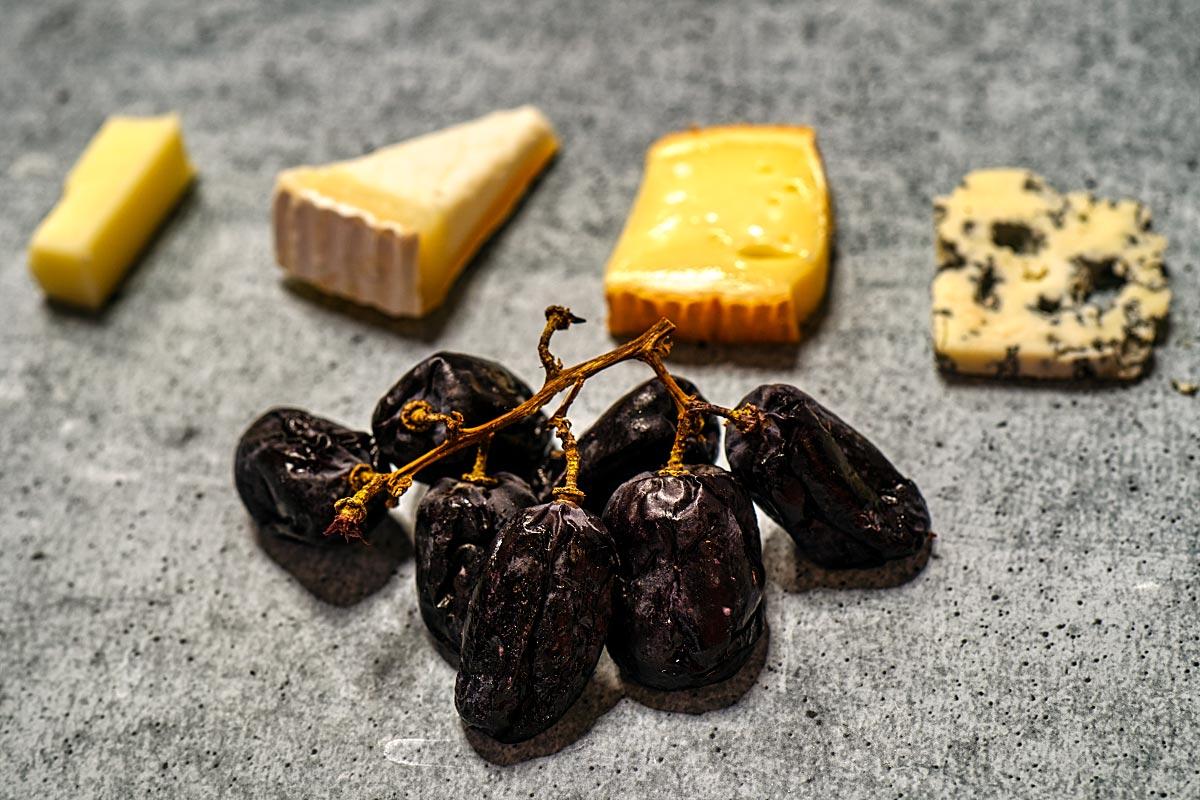 raisins on the wine