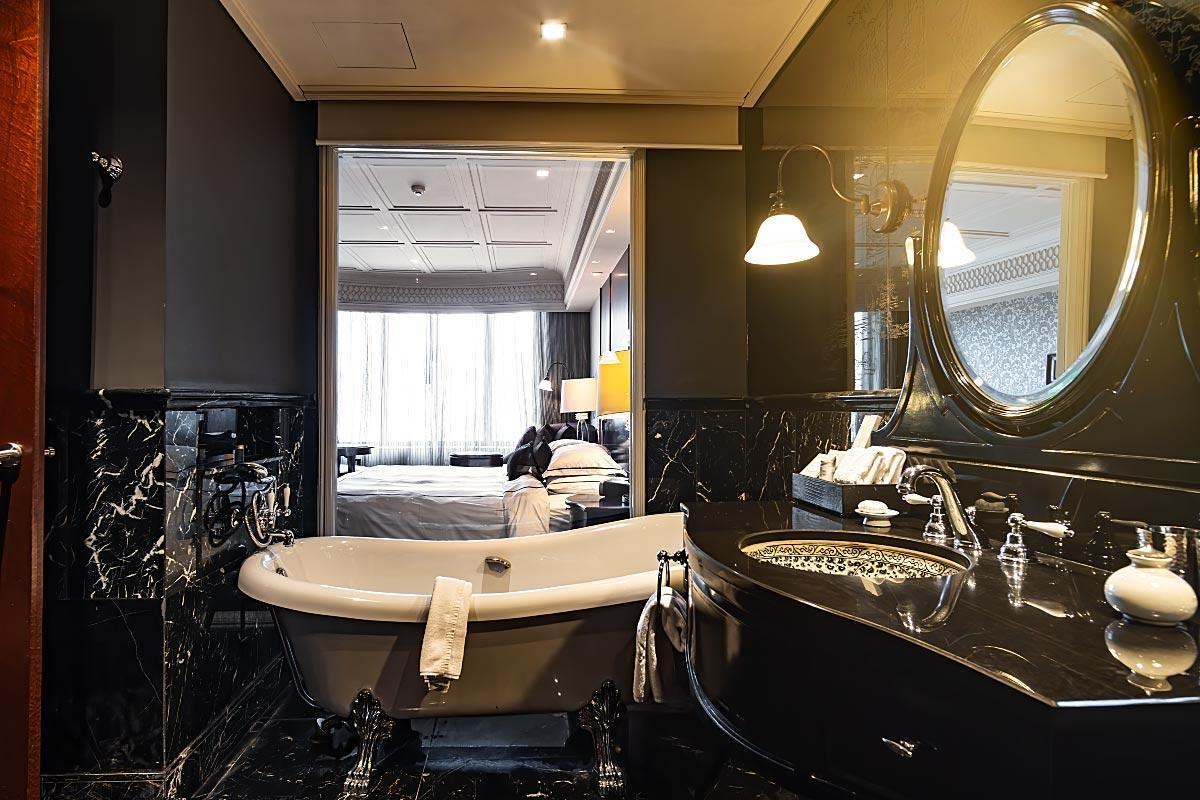 extreme hotel bathroom