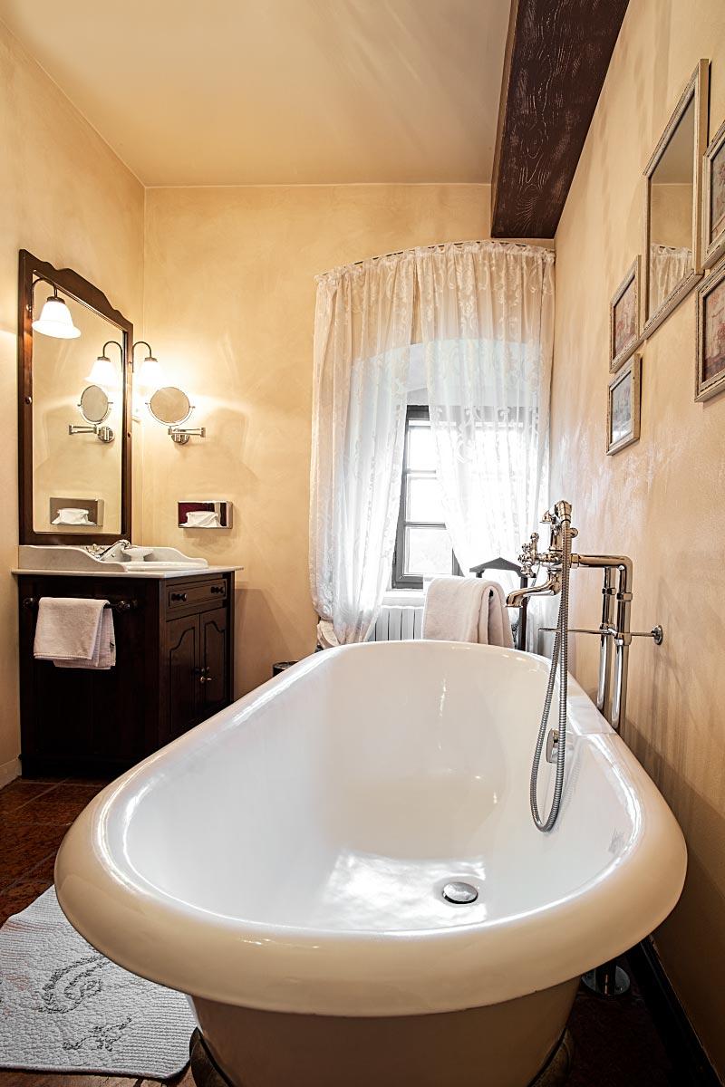 kendov dvorec bathroom