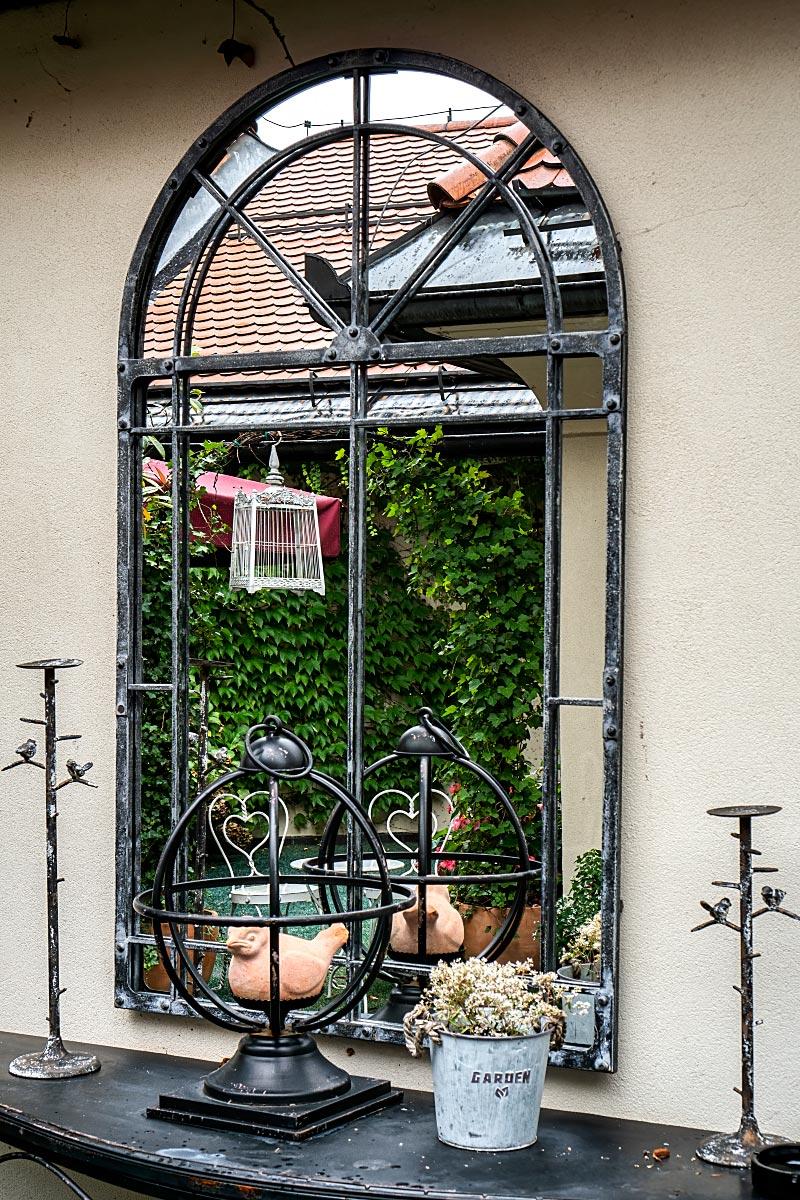 mirror at kendov dvorec