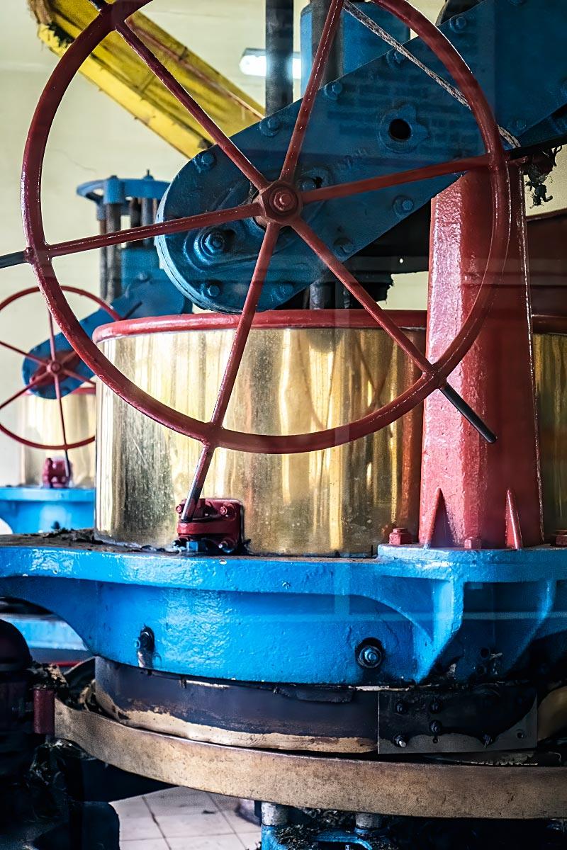 old tea grinding machine