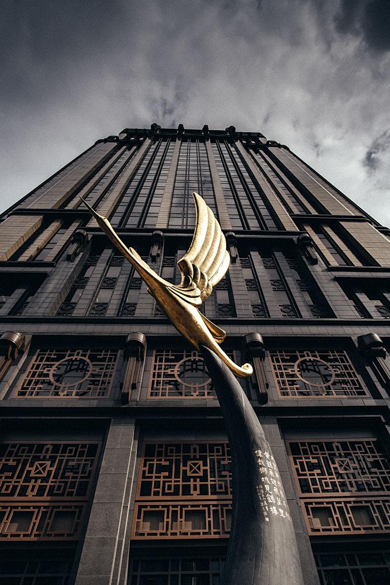crane statue